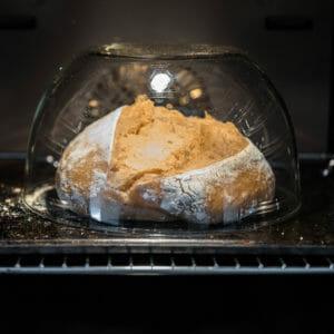 Glasschuessel zum Sauerteigbrotbacken
